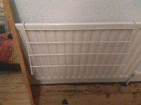Clothes rail for radiator