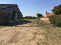 Secure and gated barn storage to rent - up to 460m2