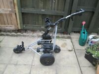 POWAKADDY ROBOKADDY REMOTE CONTROL ELECTRIC GOLF TROLLEY.