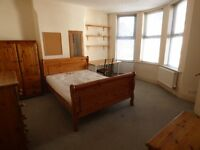 Large Double room with en suite fully inlcusive in shared house