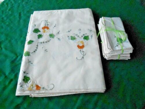 FANTASTIC HAND APPLIQUED&EMBROIDERED TABLECLOTH/12 MATCHING NAPKINS, CIRCA1960