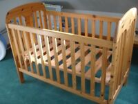 Maclaren cot in pine without mattress. It has 3 height adjustments. Excellent . Delivery