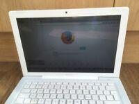 Macbook White Apple mac laptop 160gb hard drive 4Gb ram webcam Office Photoshop