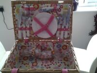 Compact Picnic hamper with accessories, never used
