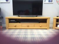 Four pieces of stunning solid oak furniture.