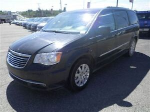 2015 Chrysler Town & Country Touring  Power Seats  USB