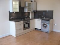 8 Mins walk to Surbiton Station. Luxury 1 Bed Flat with central heating, en suite, intercom