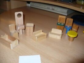 DOLLS HOUSE WOODEN FURNITURE X 10 (LOT D)
