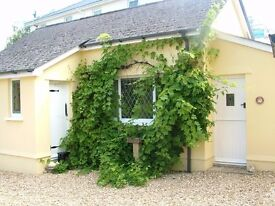 BOVEY TRACEY - 1 bedroom single storey cottage within walking distance of town centre with parking