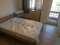 **Reduced Price** Double Room with balcony - 10 mins walk to Canary Wharf - Bills Included
