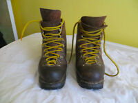 Mountain climbing boot, traditional, mens, size 45, plus associated climbing hardware, crampons etc.