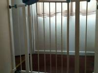 Lindam pressure fit stair gate in good condition
