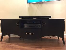 2 x chest of drawers and coffee table