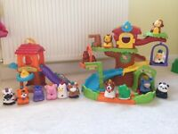 Like new - Toot Toot Tree House & Chicken coop with 14 interactive animals