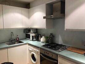1 bed flat with south facing private patio on garden Sq