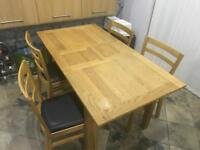 Reduced for quick sale! Expandable Oak Veneer Table and 4 chairs