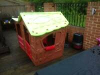 Keter children's playhouse suitable 2 to 5 years