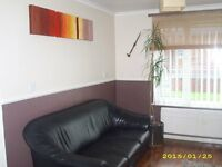 West Hull 1 Bedroom Ground Floor Flat to Rent On Street Parking Front & Back Gardens Part Furnished