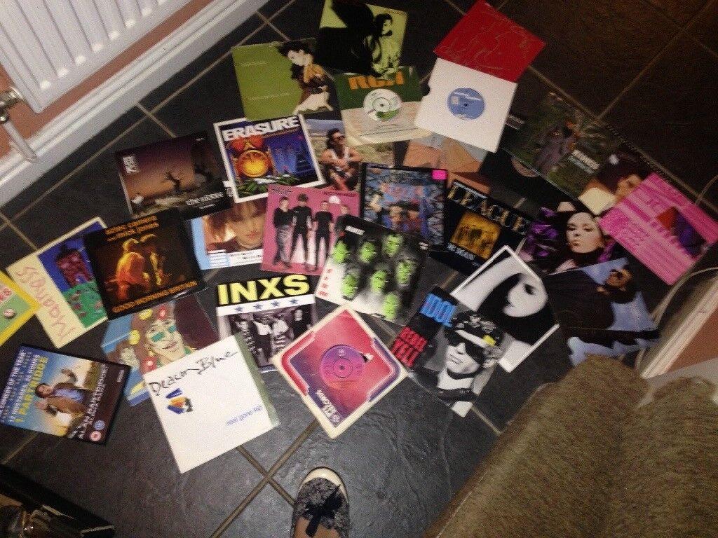 Car boot music singles,books,bowls,plates -box of items