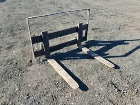 Set of forklift pallet forks with backplate suit tractor telehandler Massey Ferguson