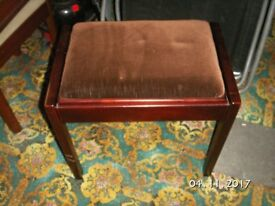 Piano Stool with lifting lid