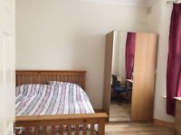 Amazing double room to let with king size bed