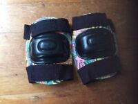 Knee pads ages 10+