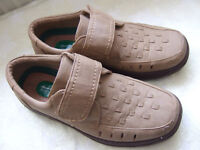 Cushion Walk shoes in size 9