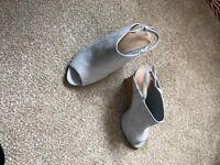 Ladies shoes - Size 6