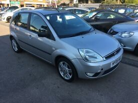 2005/55 FORD FIESTA 1.4 GHIA 5 DR SILVER,FULL LEATHER ,LOW MILEAGE LOOKS AND DRIVES WELL
