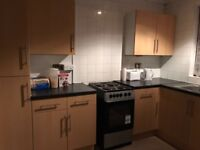 WELLING 4/5 BEDROOM HOUSE (separate living + dinning room) £1900 per Month