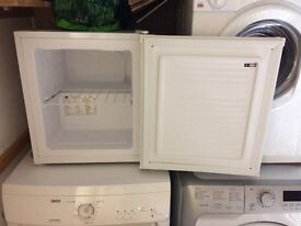 Work top freezer, white. Good condition and in complete working order.