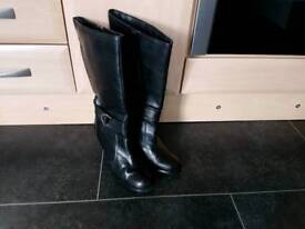 Leather boots black size.