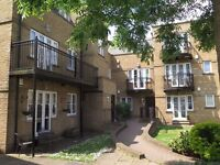 Lovely 2 bedroom apartment in private secure development close to Southgate underground station