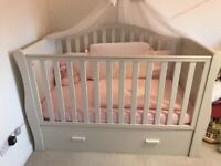 Nursery furniture with mattress and bedding