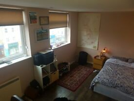 Massive room in 3 bed house East Finchley