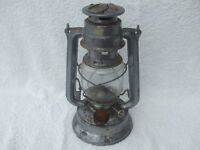 OLD VINTAGE OIL LAMP.