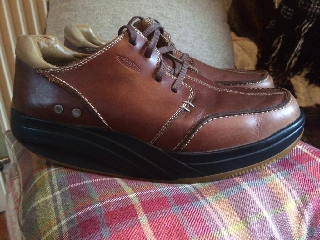 19d1149e46a4 Men s Brown Leather MBT shoes Size 9