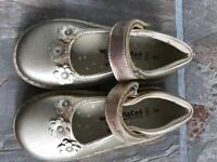 New gold size 8 shoes