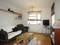 Spacious 1 Double Bedroom Flat Located in Bushey Road!!!