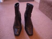 Women's black mid-calf boots size 6, very good condition