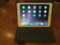 Ipad Air 2 - 64gb Silver with cellular/mobile internet + bluetooth keyboard/case - perfect condition