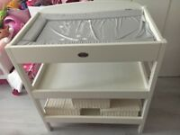 BABYWEAVERS BABY CHANGING UNIT!!