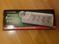 *NEW* Lloytron UNIVERSAL BATTERY CHARGER 2x