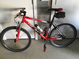 TREK 8500 lightweight hardtail mountain bike