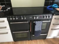 100cm great condition, no problems. Two ovens grill and 7 hobs. Pro cleaned 2m ago.