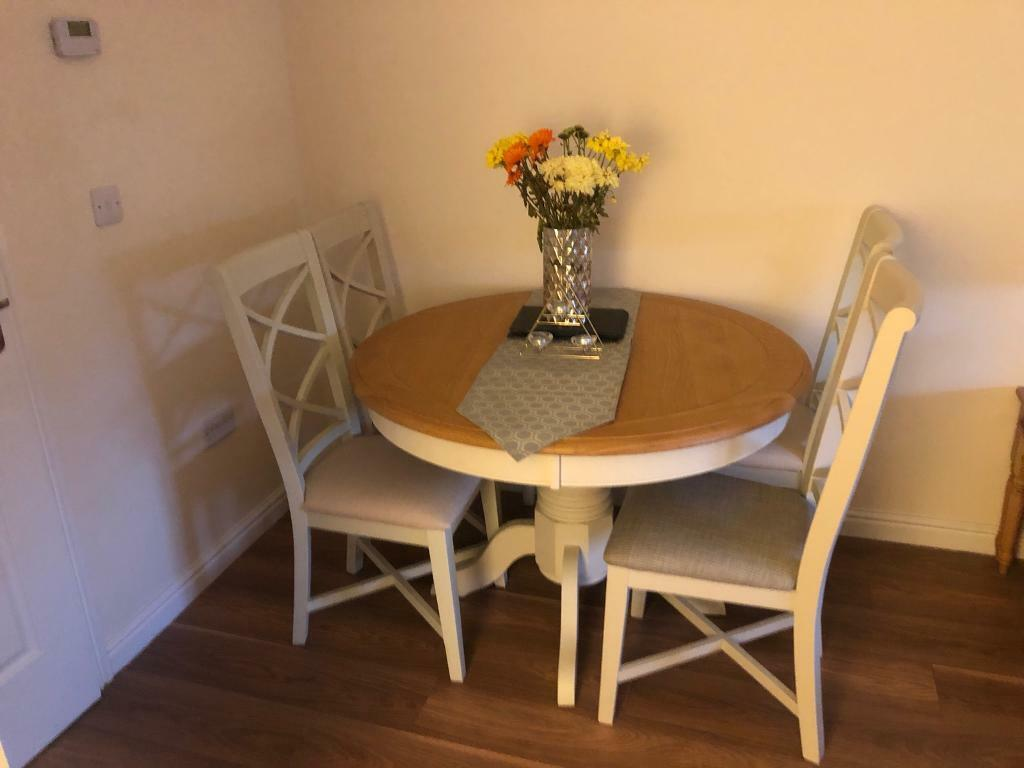 Harvey's extendable dining table and 6 chairs | in ...