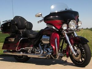 2011 Harley-Davidson FLHTCUSE4 CVO Ultra Classic Electra Glide