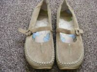 Suede Hush Puppies Shoes Size 5