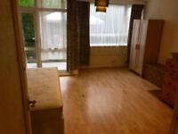 Fully furnished twin room for two friends Near Borough Tower Bridge On Old Kent Road